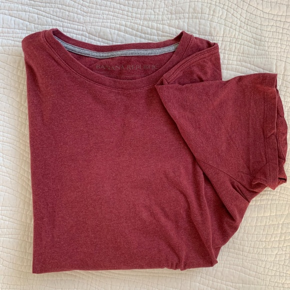 Banana Republic soft wash tee red vneck Large